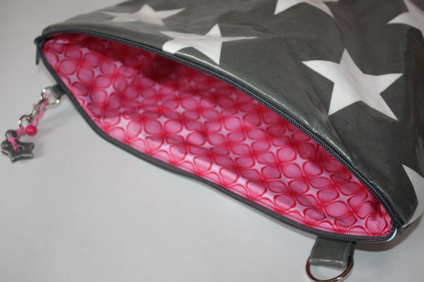 ... Innen mt besch Baumwolle LOUNGE pink/rosa (rot) ausgekleidet Inneneinblick zur Haupttasche .. Innen ein zweigeteiltes Einsteckfach