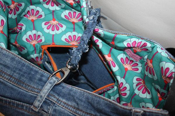 Innen mit Baumwolle von HHL ausgekleidet - AMORE - Blumen petrolgrundig - Reißverschluss-Tasche im Inneren