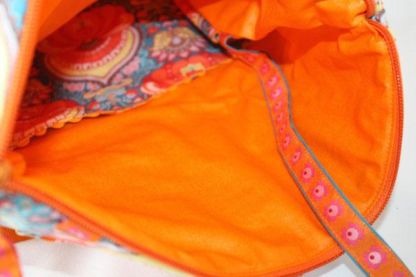 ... dto. Inneneinblick  / auf dem 1. Bild mit 25 mm breiten Sicherheitsgurtband zu sehen / z. Zt. hat die Tasche einen 30 mm breiten Taschenträger - Tausch ist möglich - gerne auch in türkisfarbenes Band !