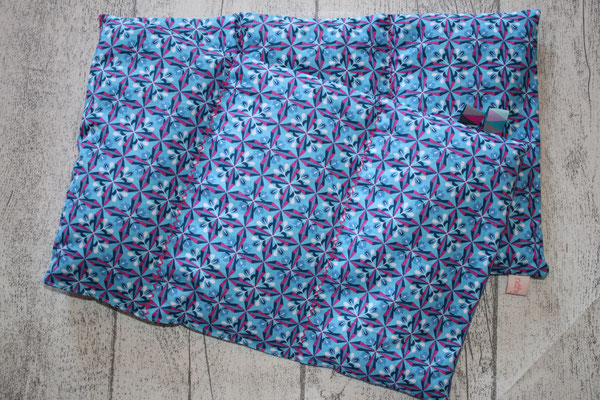 Design/Farbe: Bloomy Diamonds blau - Zick-Zack-Naht in pink - Webband: Triangel spring knackig