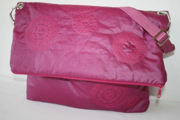 """große Messengerbag aus beschichteter Baumwolle LUISA - lila - bestickt mit den """"Magischen Kreisen""""  von AnjaRiegerDesign.com"""