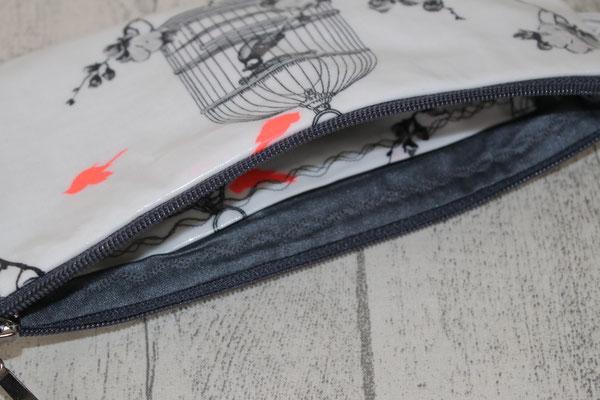 .. Innen mit besch. Baumwolle Uni dunkelgrau ausgekleidet + zusätzliches Innenfach