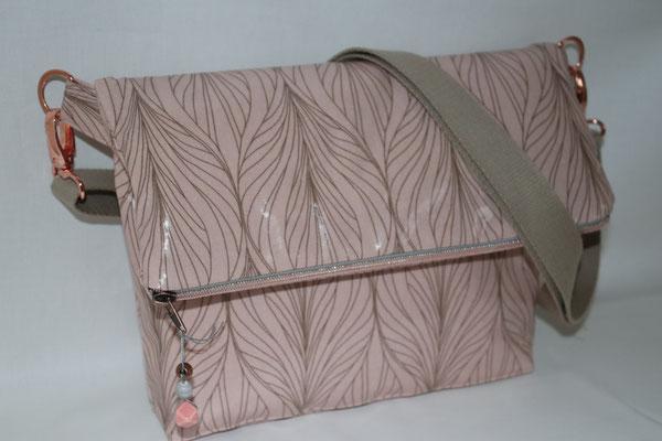 ACHTUNG: hier wird eine Umschlag-Tasche gezeigt :) Aus diesem rosa-bronze-farbenen besch. Baumwoll-Stoff gibt es noch eine DeLanZa-Bag :)
