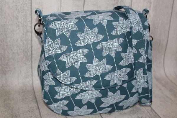 Klappentasche aus Coated-Baumwolle von Au Maison - Design: Lotus - Farbe: dusty petrol NOCH ZU HABEN 79