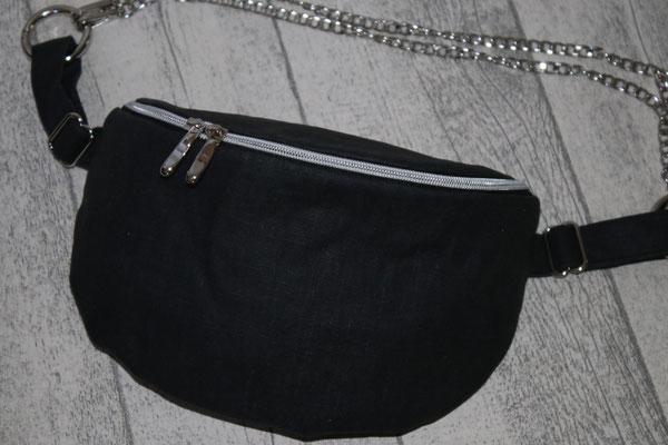 mit silberfarbenen Zubehör & Taschenkette
