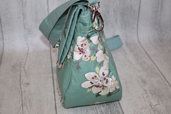 Seitenansicht .. die Tasche ist ca. 13 cm !!! tief !