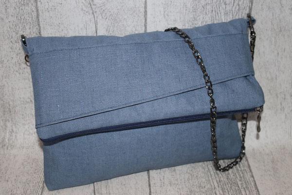 NOCH ZU HABEN - Mini mit Taschenkette - auch als CLUTCH tragbar (durch den Stoff auf der Klappe kann man die Tasche festhalten) - Maße: ca. 20 cm hoch + 11 cm Umschlag x 26 cm breit oben x 2 cm tief - 45