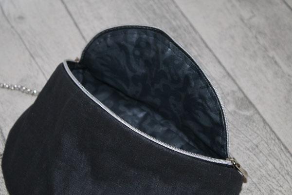 Innen mit besch. Baumwolle Blumenornamente in schwarz ausgekleidet