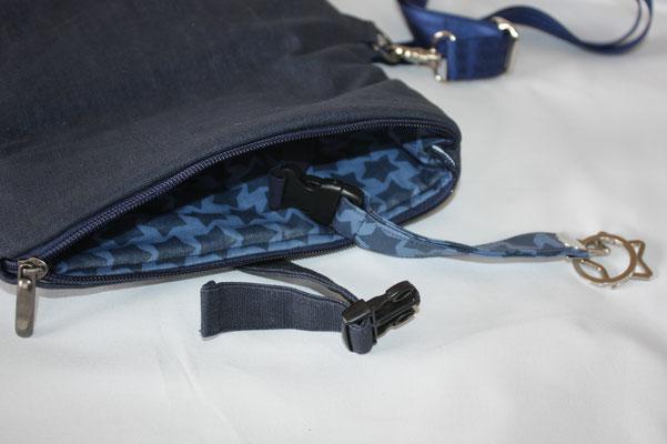 Innen mit besch. Baumwolle STAARS dunkelblau ausgekleídet + Schlüsselbaned