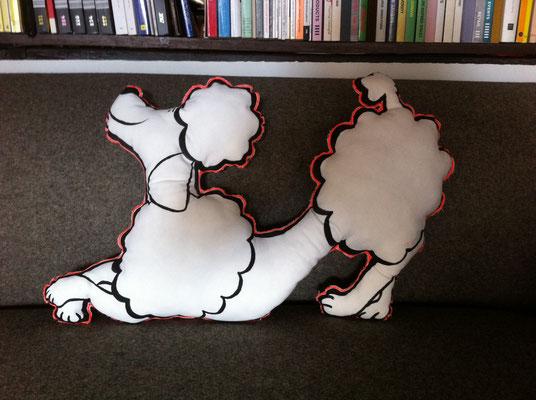 LOU - la sympathique mascotte et protège nuque lors de vos voyages  240€ / recto coton peint, verso soie