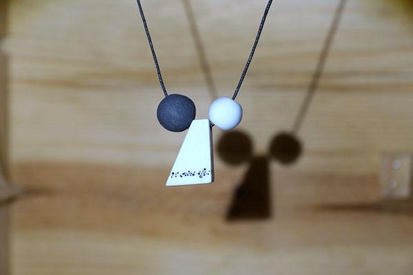 perle en terre noire 1,5cm - perle centrale 0,7cm/ 1,7cm - perle 1cm (atelier)