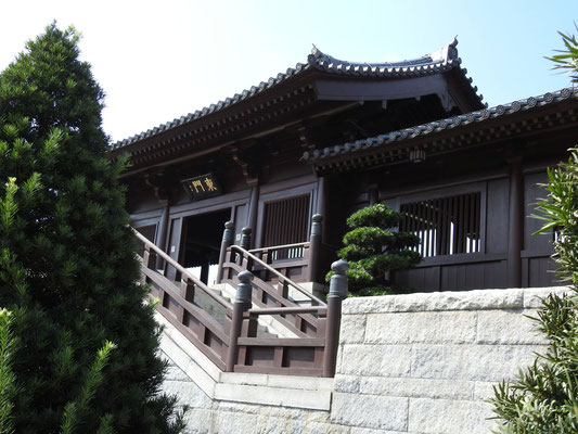 Eingang zum Chi Lin Kloster