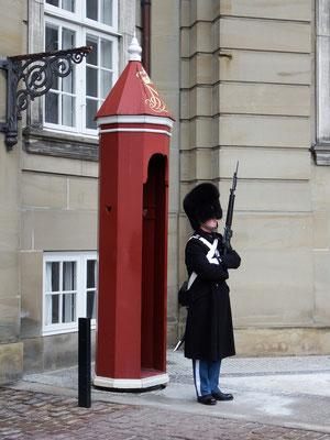 Wachsoldat vor Schloss Amalienborg, Kopenhagen