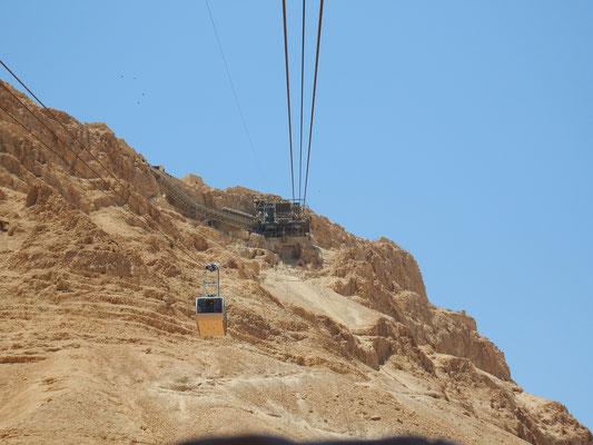 Masada, mit der Seilbahn geht es hoch - der Schlangepfad ist nur in der Frühe geöffnet und wird wegen der Hitze spätestens mittags geschlossen.