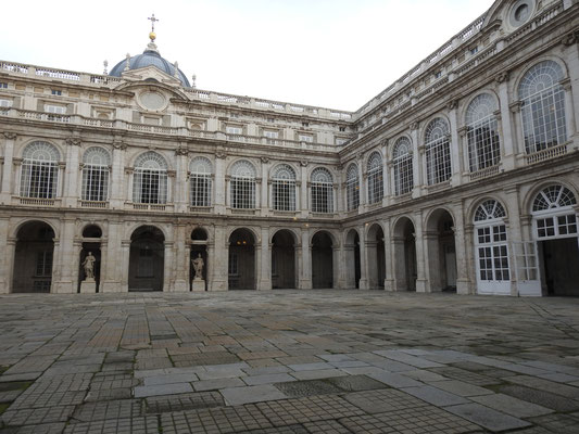 Palacio Real, Madrid, Innenhof