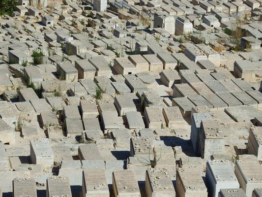 Friedhof vor der Stadtmauer Jerusalems