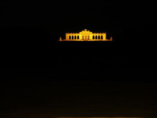 Gloriette von Schloss Schönbrunn bei Nacht