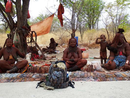 Wir und die Himba-Damen