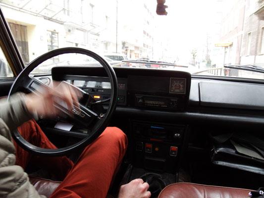 . . . in einem polnischen Uralt-Fiat!