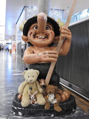 Aaah, wir sind schon in Norwegen - erinnert Ihr Euch? Ein Trollfoto gibt es auch bei unserer Hurtigruten-Tour in 2011.