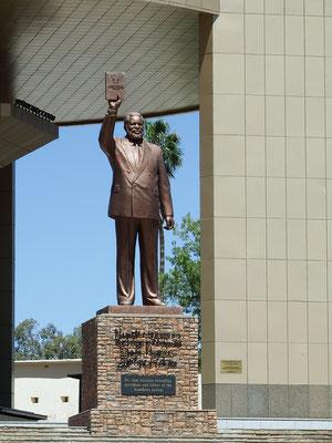 Samuel Daniel Shafiishuna Nujoma, der Gründungsvater der namibischen Nation