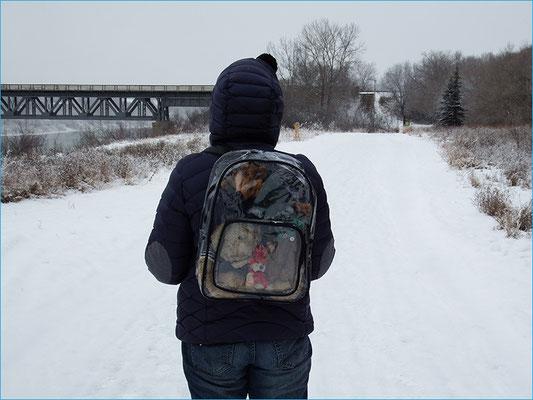 Damit wir auch ja nix verpassen, hat uns für unserer Reise die Elchbande aus dem Heusenstamm einen transparenten Rucksack geschenkt - danke!