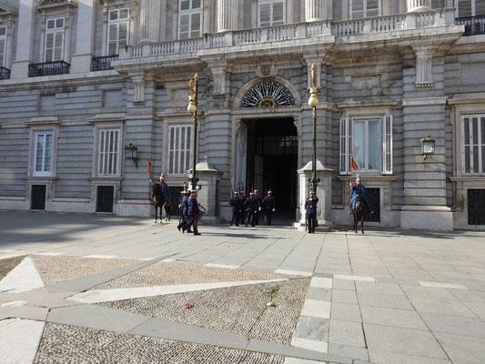 Wachwechsel am Palacio Real, Madrid