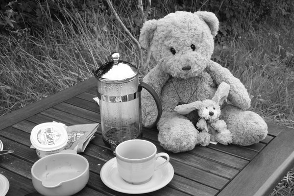 wir beim Frühstück in Bannalec, Bretagne, Frankreich
