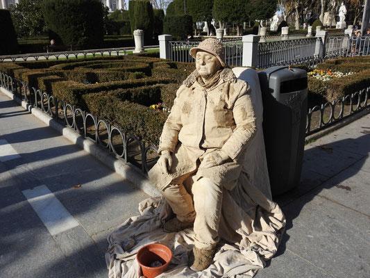 """""""lebende"""" Skulptur vor dem Palacio Real, Madrid"""