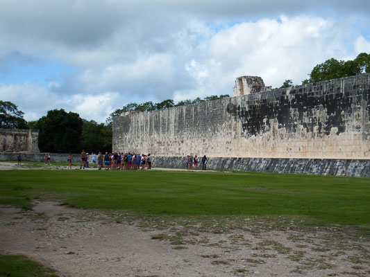 Das Ball-Spielfeld der Maya, Chichén Itzá, Yucatán - Mexiko