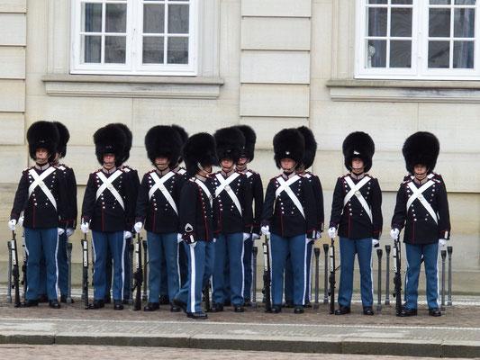 Wachsoldaten vor Schloss Amalienborg, Kopenhagen