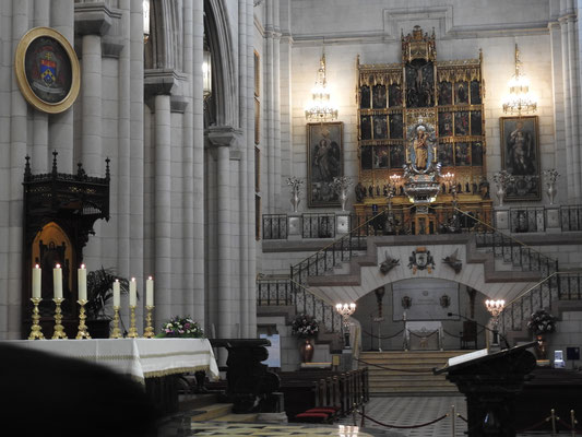 Altar der Santa María la Real de La Almudena
