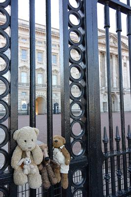 Kasimir, Cäsar, Fredi und Kerl besuchen Lizzy im Buckingham Palace - sie war leider nicht zu Hause