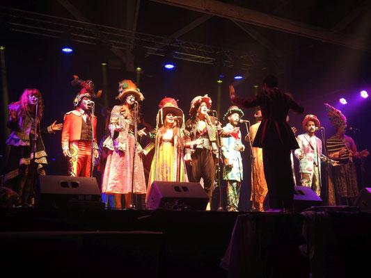 wir nehmen an einer Aufführung im Museo del Carnaval in Montevideo, Uruguay, teil