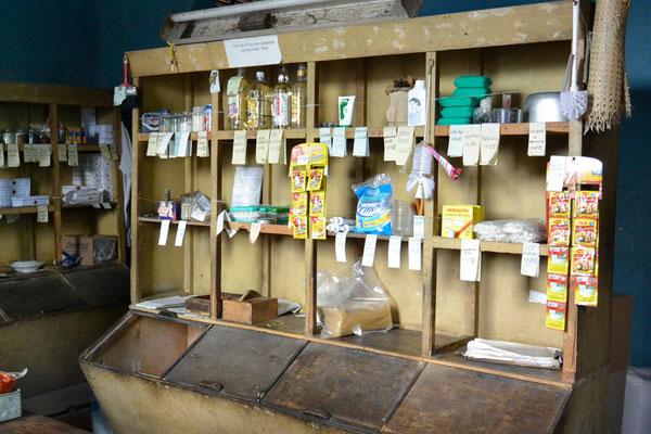...räusper... Bezugsstelle für die Kubaner, in der sie ihren monatlichen Bezugschein für Grundnahrungsmittel und Grundhygieneartikel einlösen können - sofern denn etwas da ist...