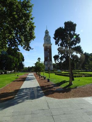 Uhrenturm im Stadtteil Retiroos - Bis zum Falkland Krieg Torre de los Ingleses, da ein Geschenk britischer Argentinier. Danach umbenannt in Torre Monumental.