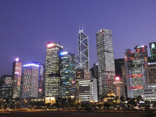 HongKongs Skyline bei Nacht