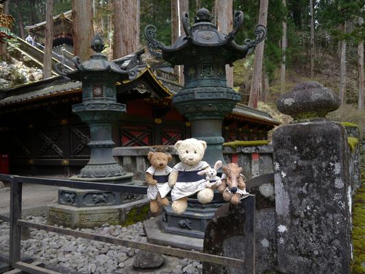 wir in einem Tempelgarten