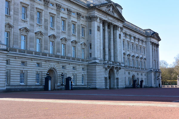 Lizzy's Buckingham Palace in London!