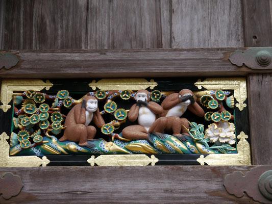Drei-Affen-Motiv in Nikkō auf dem Gelände des Tōshōgū-Schreins