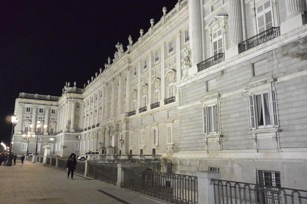 Palacio Real, Madrid, bei Nacht