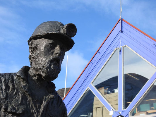 und ein Denkmal für alle tapferen Kohlebergbauarbeiter