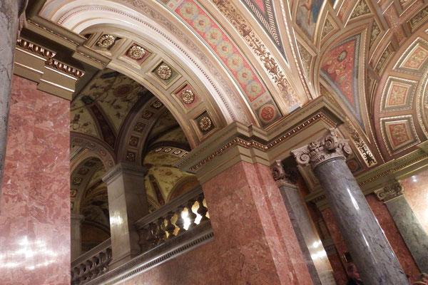 Deckengewölbe im Eingangsbereich der Ungarischen Staatsoper