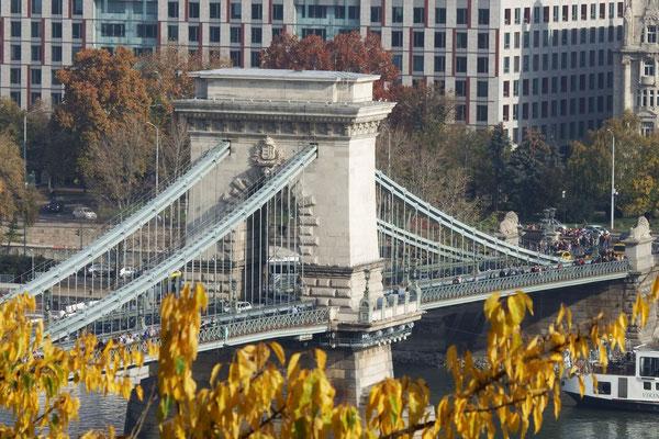 Blick von Buda auf Pest, Kettenbrücke