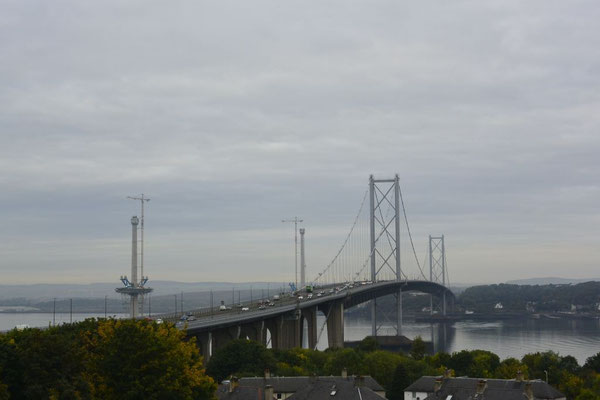 auf dem Weg nach St. Andrews: Forth Road Bridge