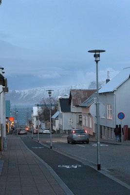 Blick auf die Küstenstraße Sæbraut