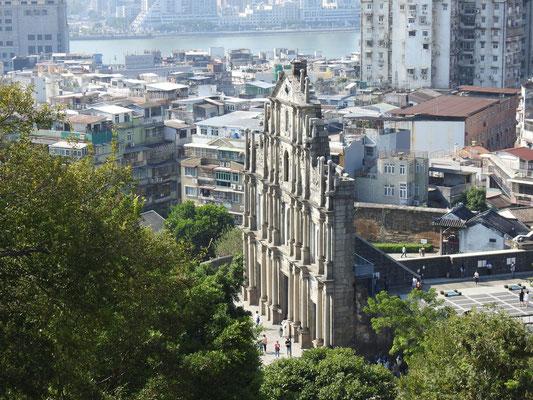 Blick auf die Ruine der Pauluskirche