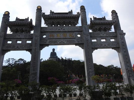 Blick auf den Tian Tan Buddha