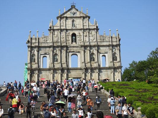 ... Ruine der Pauluskirche, die sogar seit 2005 zum Weltkulturerbe gehört