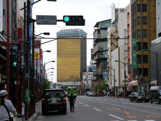 Asahi- Brauerei, das Gebäude wurde von Philippe Starck entworfen (der mit der spinnenartigen Zitronenpresse)